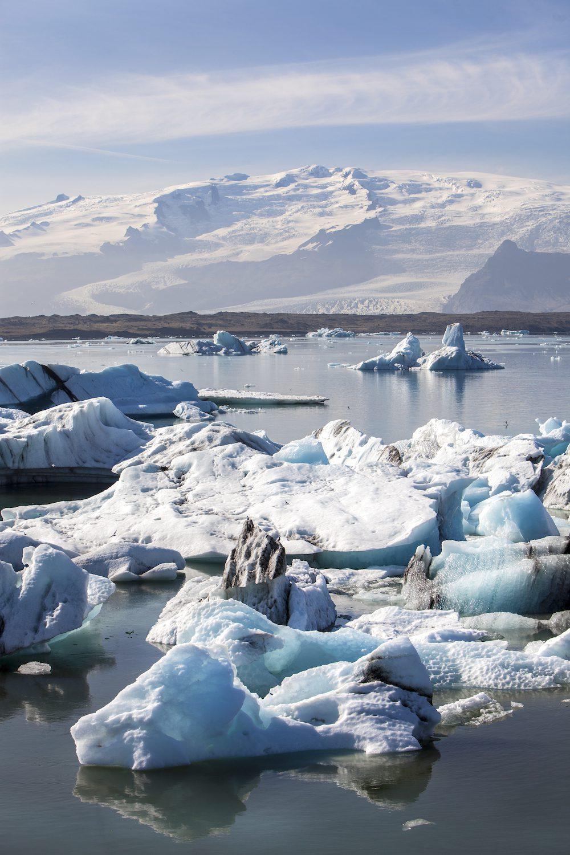 Sijoittaminen ja ulkosuomalaisen raha-asiat. Kuvassa jäätikkölaguuni.