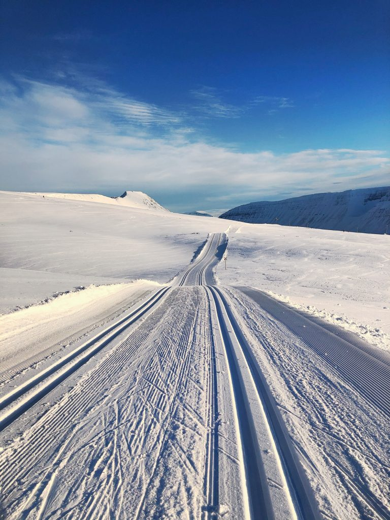 päiväretki Islannin Länsivuonoilla murtomaahiihto