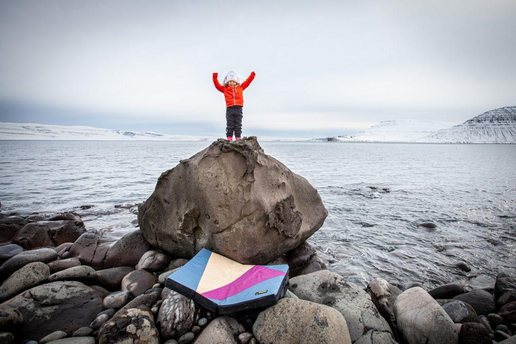 Islannin Länsivuonot boulderointi päiväretki Islannin Länsivuonoilla