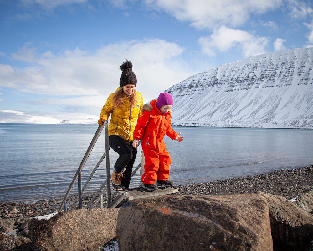 Huvila meren rannalla länsivuonot islanti
