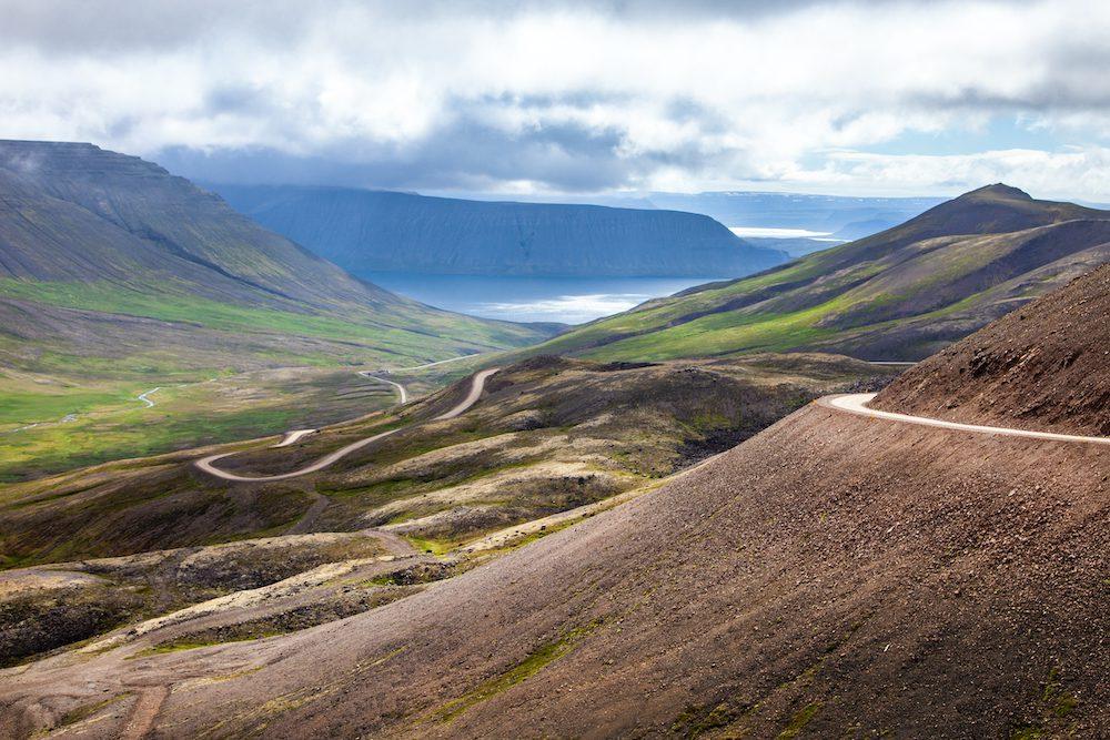 Islannin ympäri autolla tieolosuhteet vuokraauto
