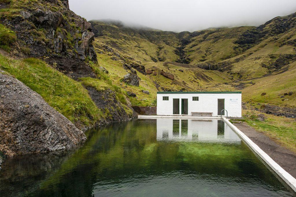 Islannin ympäri autolla uimapaikat