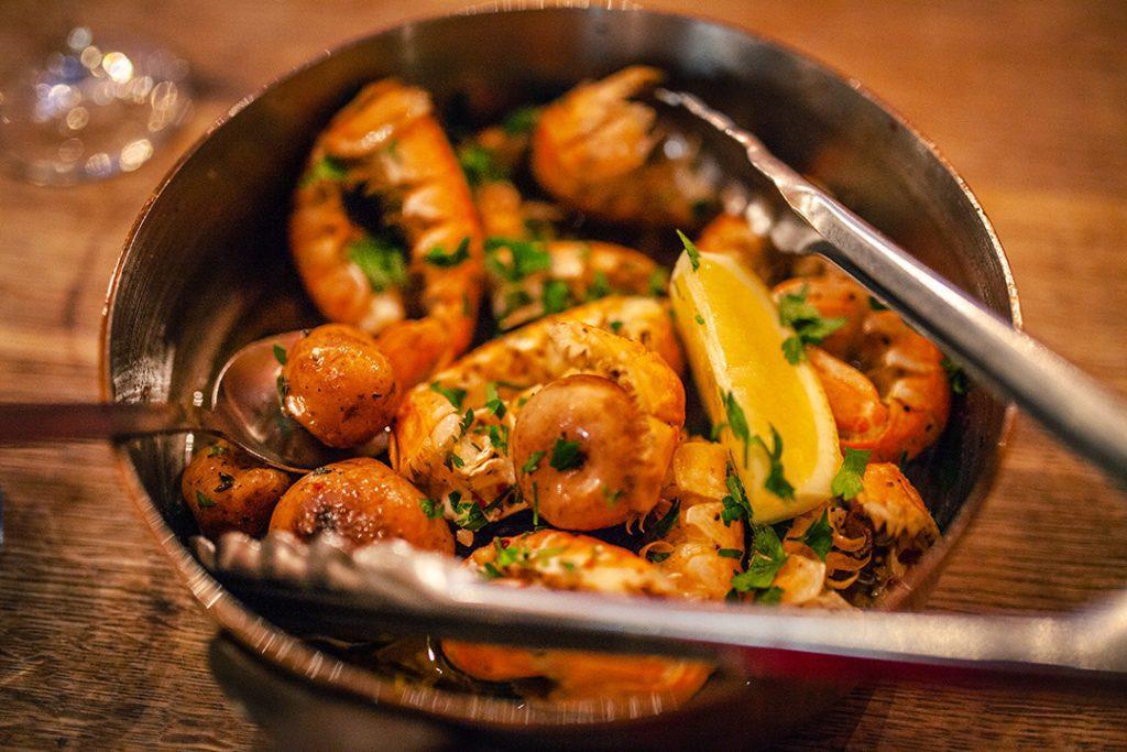 Islanti ravintolavinkit vid fjörubordid