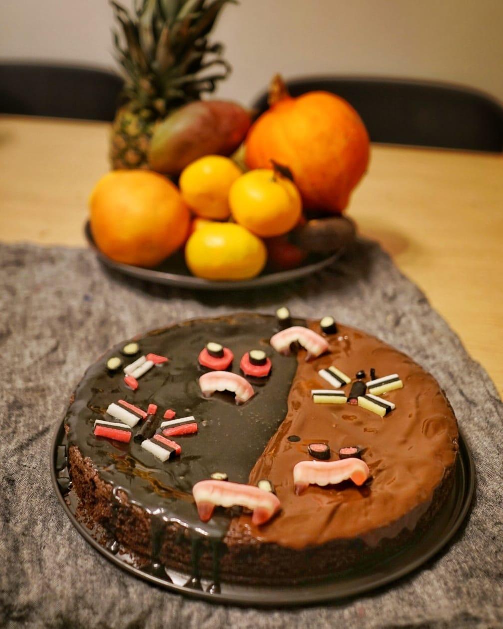 suklaalakritsi kakku halloween